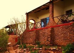 Toko Kamanjab Lodge & Safari - Okaukuejo - Vista esterna
