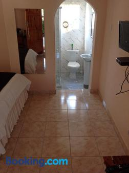 Lynn's Guest House - Bulawayo - Bathroom