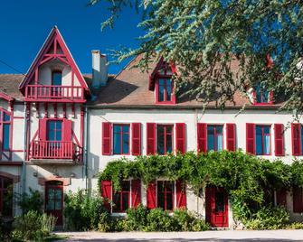 Au Puy Des Vérités - Lapalisse - Будівля