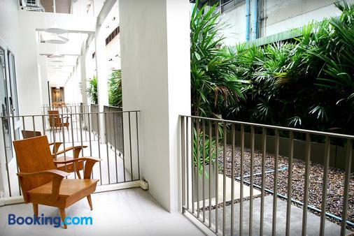Chern Hostel - Bangkok - Balcony