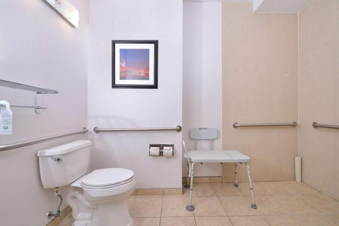 Best Western Plus Hotel at The Convention Center - Long Beach - Bathroom