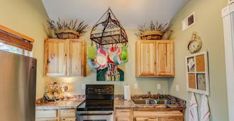 Chic Cottage Wine + Mtns Walk Everywhere - Colorado Springs - Cocina