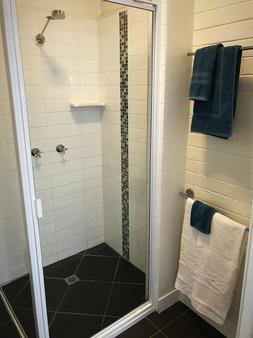 Yeppoon Surfside Motel - Yeppoon - Bathroom