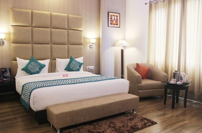 Oyo 937 Sand Stone Hotel - Dehradun - Bedroom