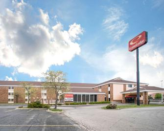 Econo Lodge - Marion - Building