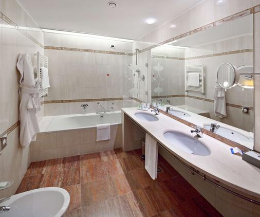 NH Milano Machiavelli - Milan - Bathroom