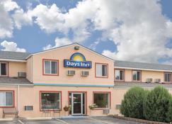 Days Inn by Wyndham Custer - Custer - Rakennus