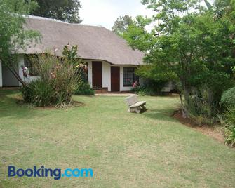 Oaktree Lodge Guest House - Midrand - Building