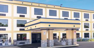 Days Inn by Wyndham Columbus Airport - Columbus