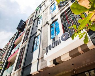 the youniQ Hotel - Sepang - Building