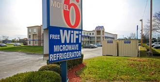 Motel 6 Columbus West - Columbus - Rakennus