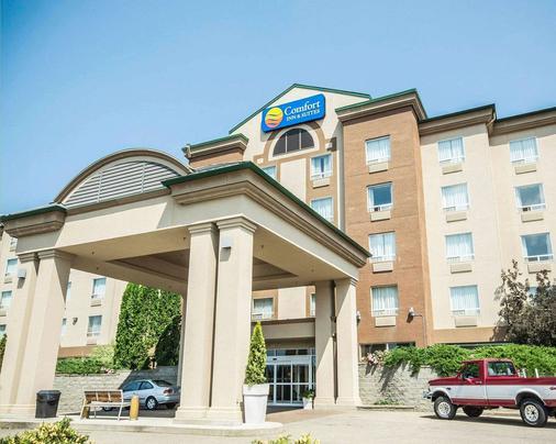 Comfort Inn & Suites - Salmon Arm - Building