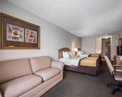 Comfort Inn & Suites - Salmon Arm - Bedroom