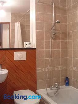Paul's Barn in France - Nantiat - Bathroom