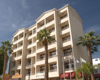 Estella Hotel And Apartments - Limassol - Building