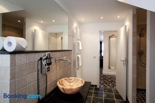 Hotel Aleksandra - Düsseldorf - Bathroom