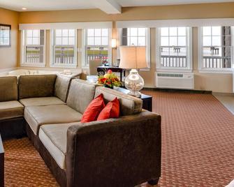 Comfort Suites Chincoteague Island Bayfront Resort - Chincoteague - Вітальня