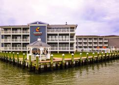 Comfort Suites Chincoteague Island Bayfront Resort - Шинкотег - Здание