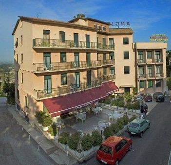 Albergo Angiolino - Chianciano Terme - Building