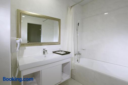 Yoyo Hotel - Chiayi City - Bathroom