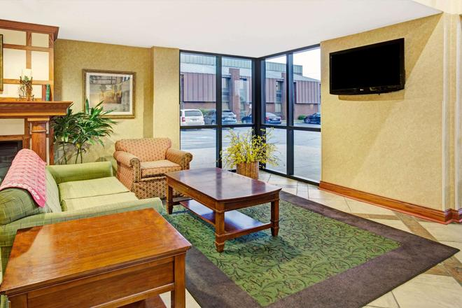 Baymont by Wyndham Indianapolis West - Indianapolis - Living room