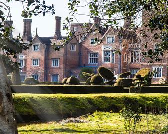 Great Fosters - Egham - Building