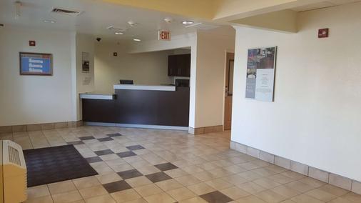 麥卡倫 6 號開放式公寓酒店 - 麥卡倫 - 麥卡倫 - 櫃檯