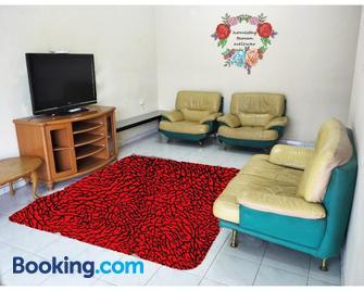 Homestay Melewar - Parit Raja - Living room