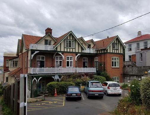 Stafford Gables Hostel - Dunedin - Building