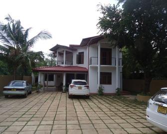 Flower Seven Hotel - Anuradhapura - Toà nhà