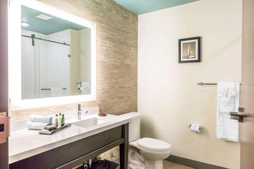 Marina Bay Hotel & Suites - Chincoteague - Kylpyhuone