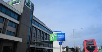 Holiday Inn Express London - Heathrow T5 - Slough - Edifício