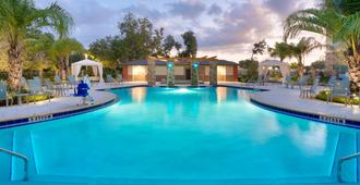 Staybridge Suites Gainesville I-75 - Gainesville - Pool
