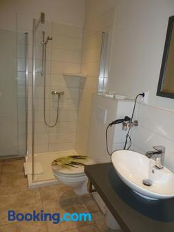 Hotel Pension Mandy - Senftenberg - Bathroom