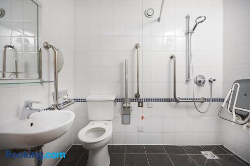DoubleTree by Hilton Coventry - Coventry - Bathroom