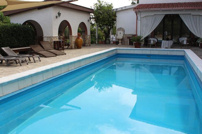 Villa Lina Bed&Breakfast - Taranto - Pool