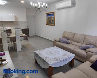Herzliya Center Apartments - Herzliya - Living room