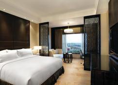 Crowne Plaza New Delhi Mayur Vihar Noida - New Delhi - Bedroom