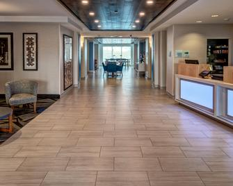 Holiday Inn Express & Suites Jackson Northeast - Jackson - Lobby