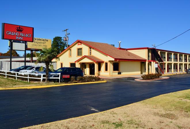 Grand Palace Inn - Huntsville - Building
