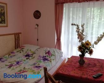 Gyongyvirag Udulo - Mario Apartman - Harkány - Bedroom