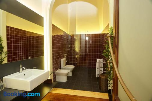 The Passenger Hostel - Porto - Bathroom