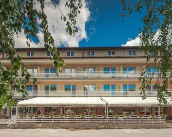 Hotel Macola - Korenica - Building