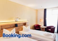 Hotel Und Restaurant Deutscher Kaiser - Perleberg - Bedroom