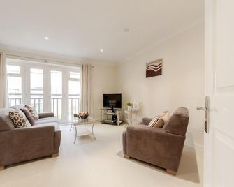 Roomspace Apartments -Royal Swan Quarter - Leatherhead - Living room