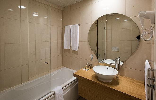 Stay Hotel Faro Centro - Faro - Bathroom