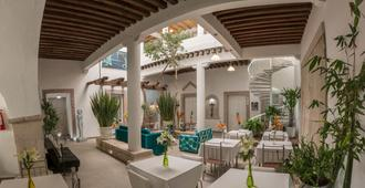 M Hoteles Concepto - Morelia - Patio