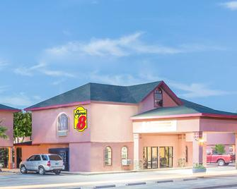 Super 8 by Wyndham San Angelo - San Angelo - Gebouw