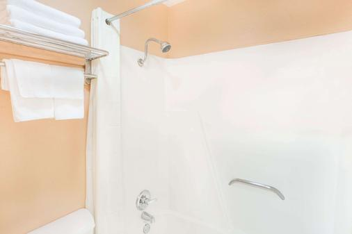 Super 8 by Wyndham San Angelo - San Angelo - Phòng tắm