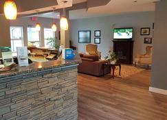 Quarterdeck Inn & Marina Resort - Port Hardy - Front desk